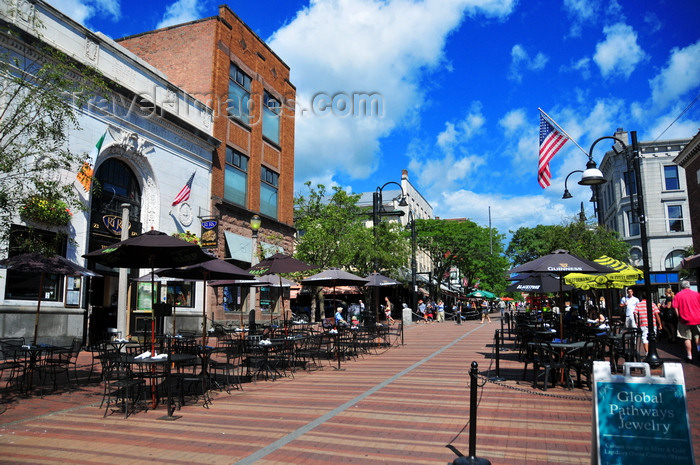 Sidewalk Photo Burlington - Street Vermont Center com Town Church Along The Pedestrianised Usa M torres Cafés Travel-images View Burlington By