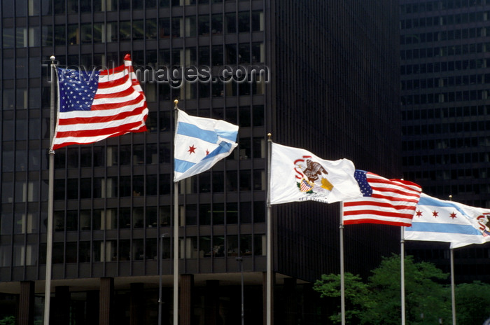 usa1070: Chicago, Illinois, USA: USA, Chicago and Illinois State flags proudly fly on the Michigan Street Bridge - photo by C.Lovell - (c) Travel-Images.com - Stock Photography agency - Image Bank