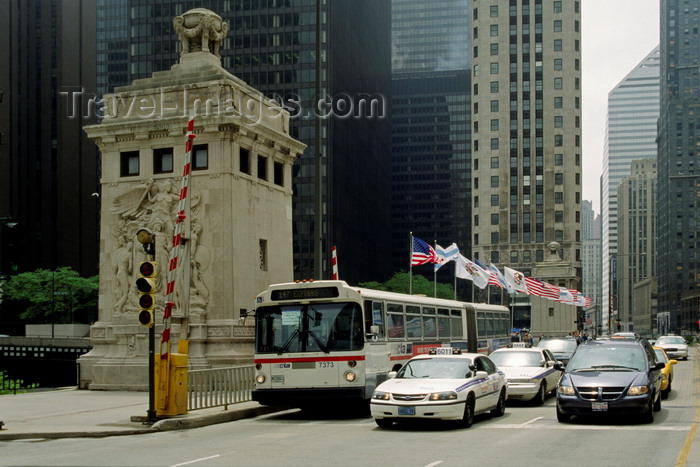 usa1071: Chicago, Illinois, USA: traffic light scene - a city bus, taxis and other vehicles cross the Michigan Street Bridge - photo by C.Lovell - (c) Travel-Images.com - Stock Photography agency - Image Bank