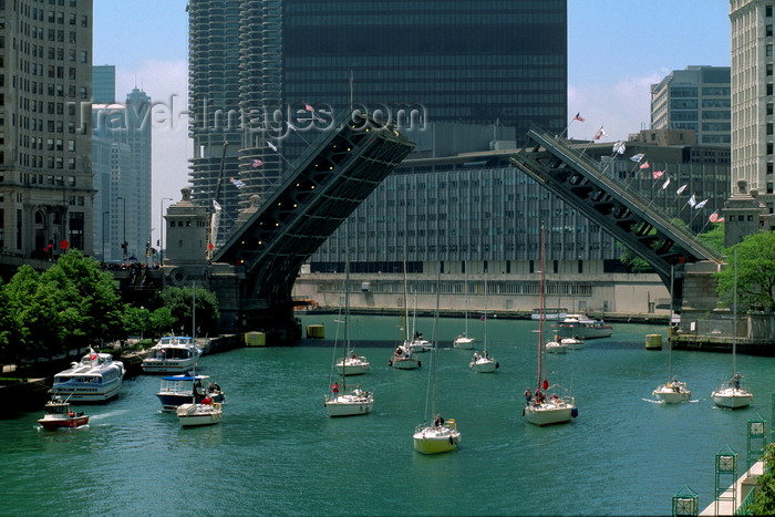 usa1076: Chicago, Illinois, USA: a regatta of sail boats on the Chicago River pass under the Michigan Avenue bascule bridge - Double-leaf, double-deck, fixed counterweight, trunnion bascule - Edward H. Bennet architect - photo by C.Lovell - (c) Travel-Images.com - Stock Photography agency - Image Bank