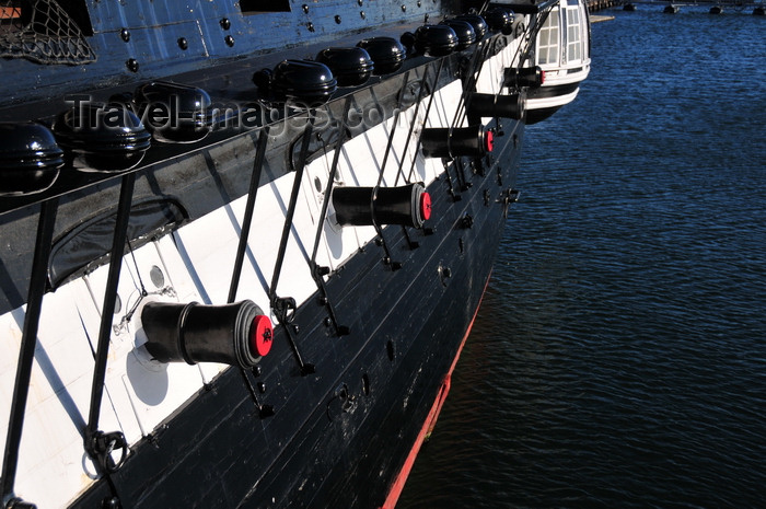usa1143: Boston, Massachusetts, USA: Charlestown Navy Yard - USS Constitution - Old Ironsides - British muzzle guns in portholes - carronades - naval architecture by Joshua Humphreys - photo by M.Torres - (c) Travel-Images.com - Stock Photography agency - Image Bank