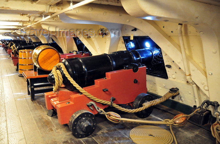 usa1147: Boston, Massachusetts, USA: Charlestown Navy Yard - USS Constitution - frigate equipped with forty-four guns - 24-Pounder Naval long gun - carronade on the gun deck - photo by M.Torres - (c) Travel-Images.com - Stock Photography agency - Image Bank