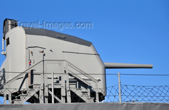 usa1153: Boston, Massachusetts, USA: Charlestown Navy Yard - USS Cassin Young DD-793 - 5in / 38 caliber air-surface gun - deck gun - Mk 30 single enclosed base ring mount - photo by M.Torres - (c) Travel-Images.com - Stock Photography agency - Image Bank