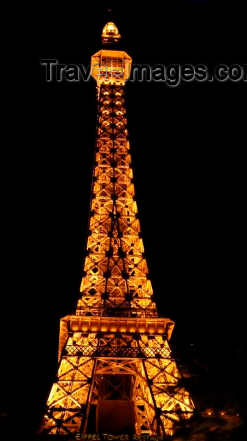 usa134: Las Vegas (Nevada): mock Eiffel tower - restaurant (photo by Peter Soter) - (c) Travel-Images.com - Stock Photography agency - Image Bank