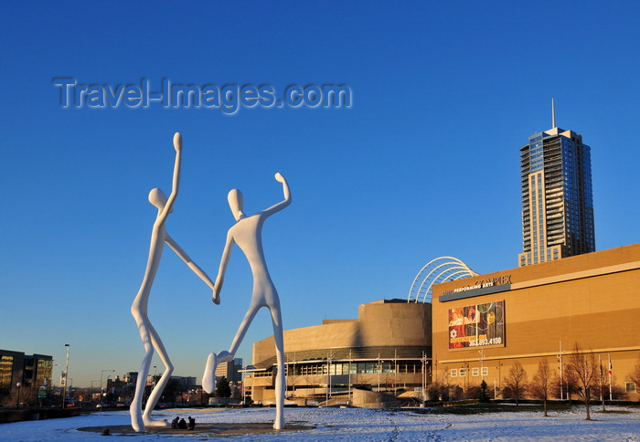 usa1362: Denver, Colorado, USA: Denver Performing Arts Complex - DPAC - houses the Ellie Caulkins Opera House, the Buell Theatre and the Boettcher Concert Hall - Four Seasons tower in the background and in the foreground the Sculpture Park, 'Dancers' by Jonathan Borofsky - photo by M.Torres - (c) Travel-Images.com - Stock Photography agency - Image Bank