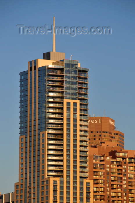 usa1366: Denver, Colorado, USA: Four Seasons Hotel Denver - designed by Carney Architects / HKS - 14th and Arapahoe Streets - Qwest tower in the background - CBD - photo by M.Torres - (c) Travel-Images.com - Stock Photography agency - Image Bank