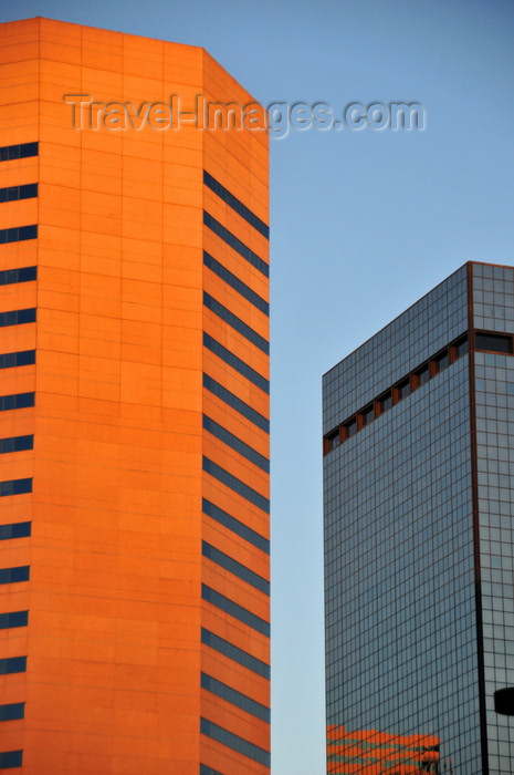 usa1376: Denver, Colorado, USA: Dominion Plaza and 555 17th Street, former Anaconda Tower, designed by Skidmore, Owings and Merrill - CBD - photo by M.Torres - (c) Travel-Images.com - Stock Photography agency - Image Bank