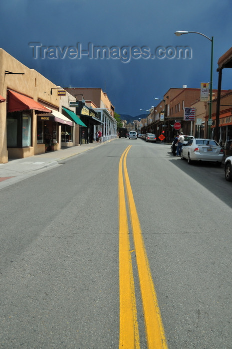 usa1557: Santa Fé, New Mexico, USA: San Francisco street, looking east - dark sky 2 minutes before the rain - double yellow line - photo by M.Torres - (c) Travel-Images.com - Stock Photography agency - Image Bank