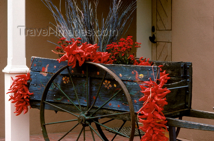 usa1571: Santa Fé, New Mexico, USA: red chili peppers decorate an old cart - photo by C.Lovell - (c) Travel-Images.com - Stock Photography agency - Image Bank