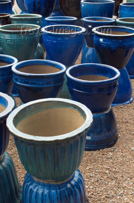 usa1581: Santa Fé, New Mexico, USA: blue vases - Mexican Pottery for sale at the Mercado Trading Post - photo by C.Lovell - (c) Travel-Images.com - Stock Photography agency - Image Bank