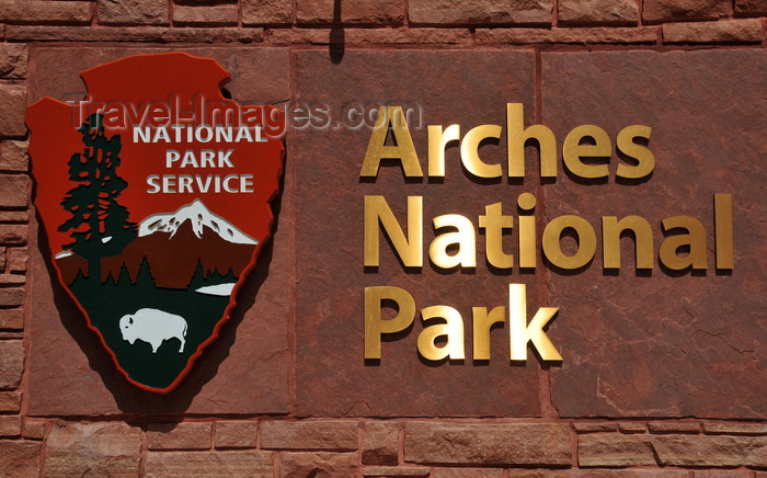 usa1681: Arches National Park, Utah, USA: Arches NP sign and National Park Service logo at the park's entrance  - photo by M.Torres - (c) Travel-Images.com - Stock Photography agency - Image Bank