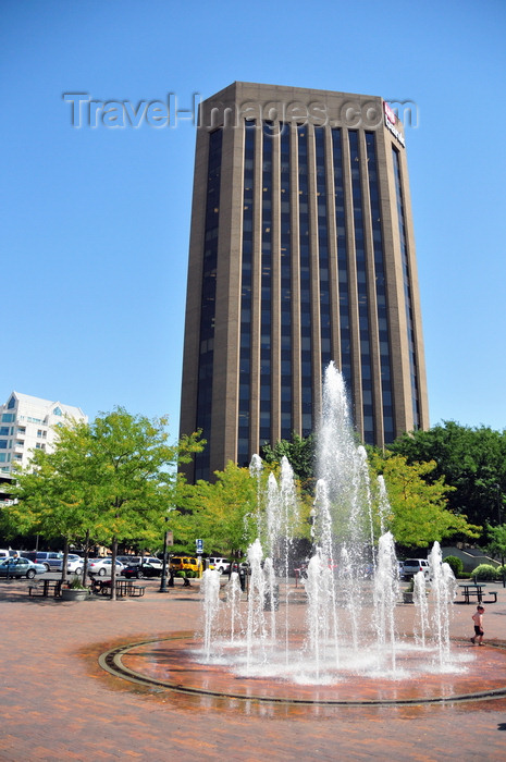 usa1744: Boise, Idaho, USA: US Bank Plaza tower and fountain in Grove Plaza - photo by M.Torres - (c) Travel-Images.com - Stock Photography agency - Image Bank