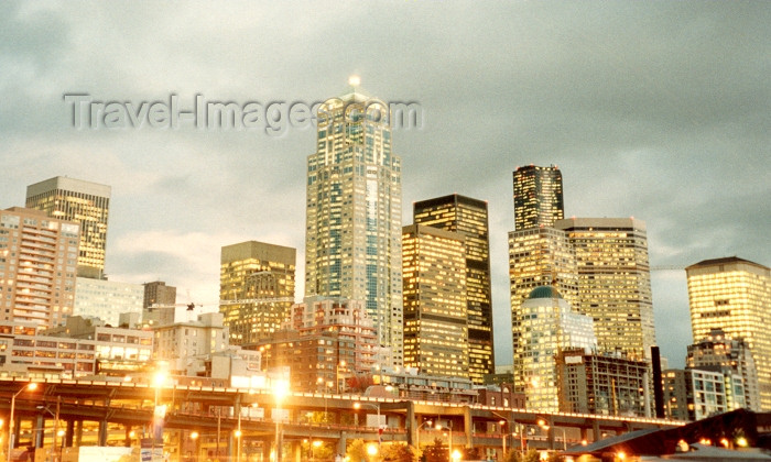 usa2: Seattle, Washington, USA: skyline - skyscrapers at dusk - photo by M.Torres - (c) Travel-Images.com - Stock Photography agency - Image Bank