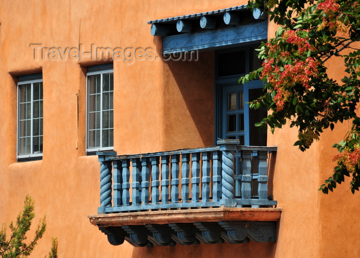 usa201: Santa Fé, New Mexico, USA: wooden balcony on Sandoval Street - offices of the Santa Fé County Clerk - photo by M.Torres - (c) Travel-Images.com - Stock Photography agency - Image Bank