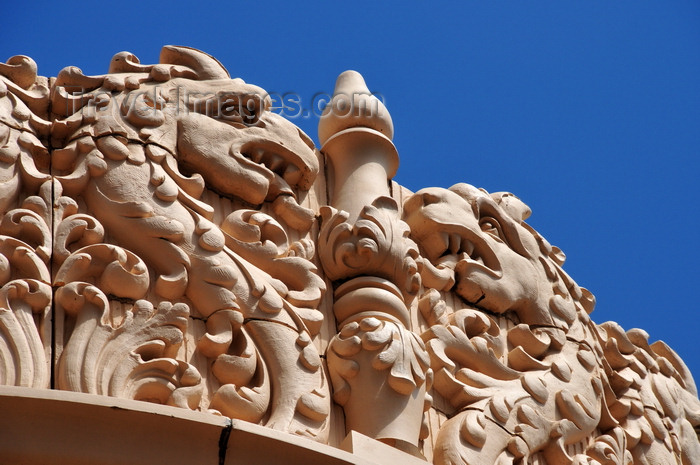 usa203: Santa Fé, New Mexico, USA: frieze with dragons at the Lensic Theater - Santa Fé's Performing Arts Center - West San Francisco Street - photo by M.Torres - (c) Travel-Images.com - Stock Photography agency - Image Bank