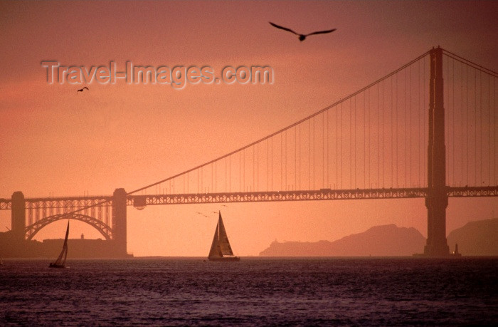 usa276: San Francisco (California): Golden Gate bridge at sunset - suspension bridge - part of US Highway 101 and California State Highway 1 - the brainchild of Joseph Strauss - photo by F.Rigaud  - (c) Travel-Images.com - Stock Photography agency - Image Bank