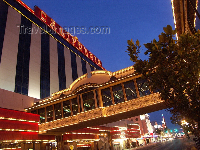 usa478: Las Vegas (Nevada): bridge to California hotel and casino (photo by G.Friedman) - (c) Travel-Images.com - Stock Photography agency - Image Bank