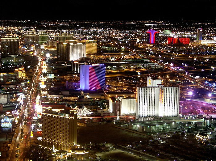 usa483: Las Vegas (Nevada): the strip at night (photo by G.Friedman) - (c) Travel-Images.com - Stock Photography agency - Image Bank