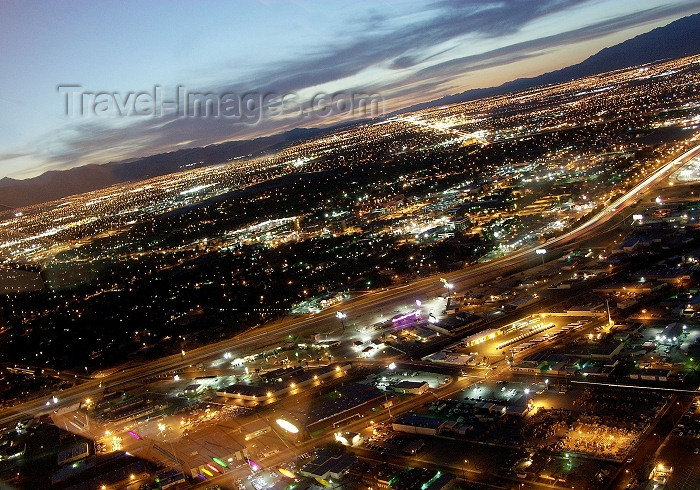 usa484: USA - Las Vegas (Nevada): from above - dusk (photo by G.Friedman) - (c) Travel-Images.com - Stock Photography agency - Image Bank