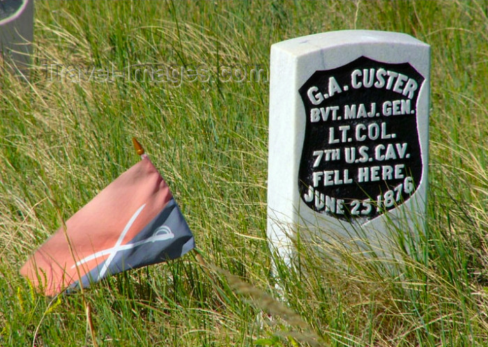 usa512: Little Bighorn (Montana): grave of Lieutenant Colonel George Armstrong Custer - 7th cavalry flag - Custer's tomb - photo by G.Frysinger - (c) Travel-Images.com - Stock Photography agency - Image Bank