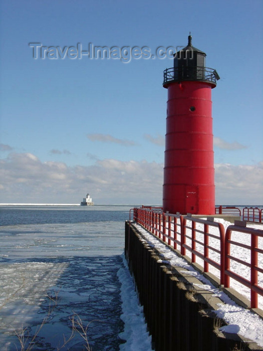 usa530: Milwaukee (Wisconsin), USA: red lighthouse - Lake Front - harbor entrance - US Army Corps of Engineers - photo by G.Frysinger - (c) Travel-Images.com - Stock Photography agency - Image Bank