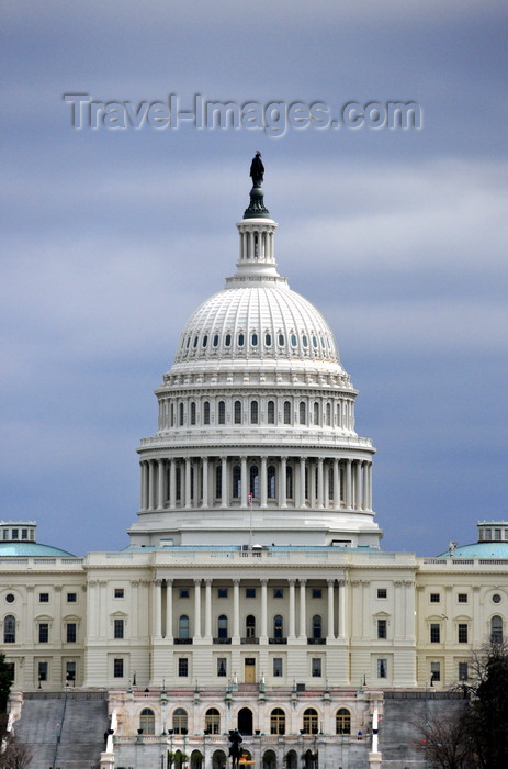 usa55: Washington, D.C., USA: dark skies over the the United States Capitol - Capitol Hill - National Mall - architect William Thornton et al. - photo by M.Torres - (c) Travel-Images.com - Stock Photography agency - Image Bank