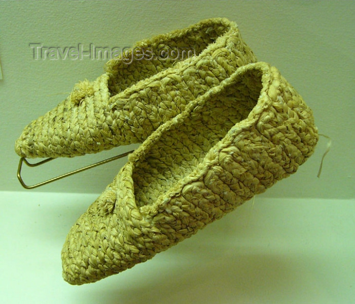usa555: Oneida Nation (Wisconsin): corn husk moccasins - Oneida Nation Museum - photo by G.Frysinger - (c) Travel-Images.com - Stock Photography agency - Image Bank