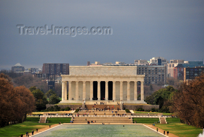 usa56: Washington, D.C., USA: Lincoln Memorial and the Reflecting Pool - National Mall - architect Henry Bacon - Arlington in the background - photo by M.Torres - (c) Travel-Images.com - Stock Photography agency - Image Bank
