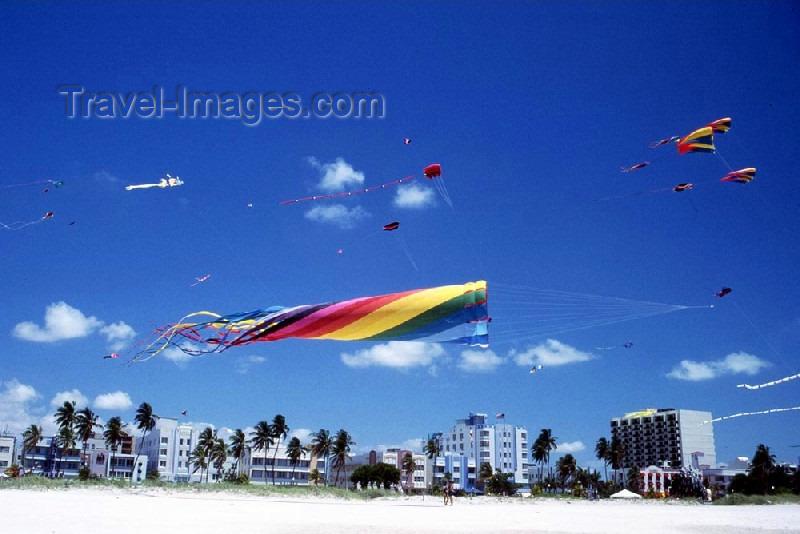 usa62: Miami / MIA / MIO (Florida): kite festival - South Beach (photo by Mona Sturges) - (c) Travel-Images.com - Stock Photography agency - Image Bank