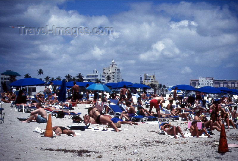 usa63: Miami / MIA / MIO (Florida): beach life - South Beach (photo by Mona Sturges) - (c) Travel-Images.com - Stock Photography agency - Image Bank