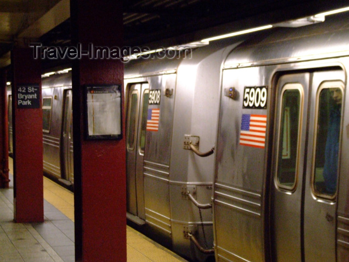 usa670: New York City, USA: the subway - train at Bryant Park station - metro - underground - photo by M.Bergsma - (c) Travel-Images.com - Stock Photography agency - Image Bank