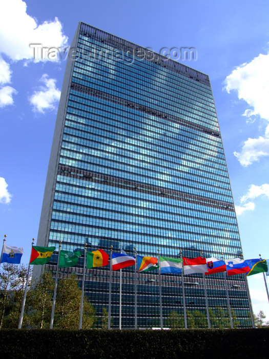 usa689: New York City: flags and the United Nations building - photo by M.Bergsma - (c) Travel-Images.com - Stock Photography agency - Image Bank
