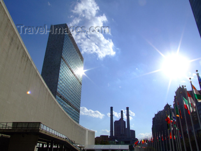 usa690: Manhattan, New York City, USA: United Nations building and the sun - photo by M.Bergsma - (c) Travel-Images.com - Stock Photography agency - Image Bank