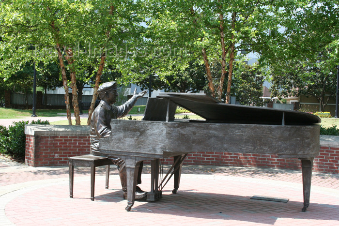 usa756: Nashville - Tennessee, USA: entry to music row - pianist - photo by M.Schwartz - (c) Travel-Images.com - Stock Photography agency - Image Bank
