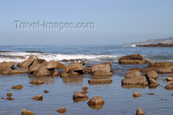 usa80: USA - Palos Verdes Peninsula (California): rocky path to the water - Los Angeles County (photo by C.Palacio) - (c) Travel-Images.com - Stock Photography agency - Image Bank