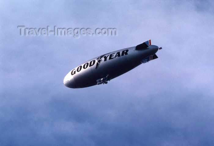 usa90: Los Angeles / LAX / LGB / JLB (California): Goodyear Blimp - airship air-ship - Good Year - Photo by G.Friedman - (c) Travel-Images.com - Stock Photography agency - Image Bank