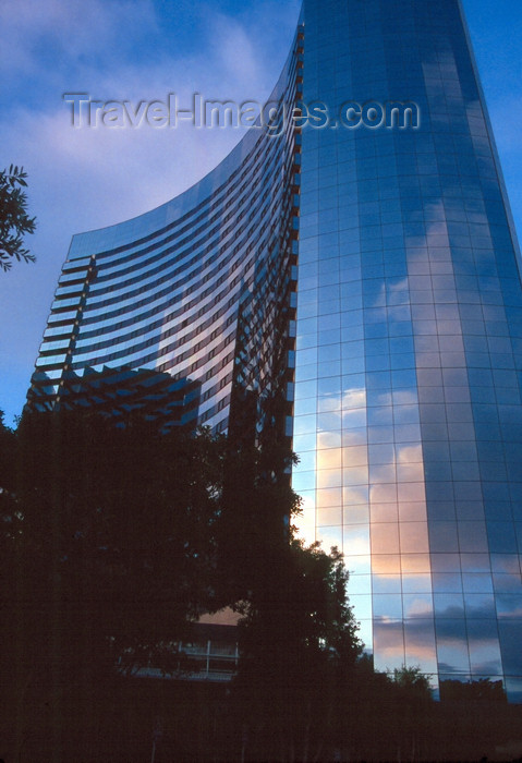 usa953: San Diego (California): Marriot Hotel with reflection of sunset clouds in glass wall - photo by J.Fekete - (c) Travel-Images.com - Stock Photography agency - Image Bank