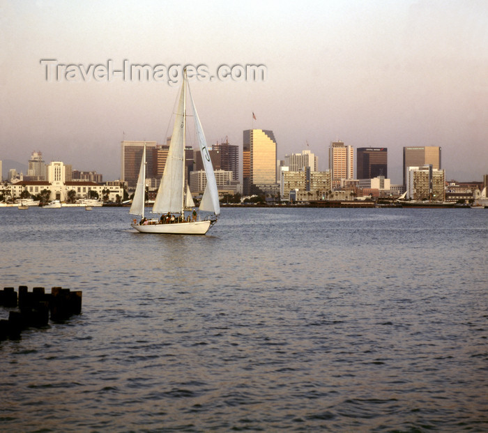 usa959: San Diego (California): sail boat on San Diego bay  - photo by J.Fekete - (c) Travel-Images.com - Stock Photography agency - Image Bank