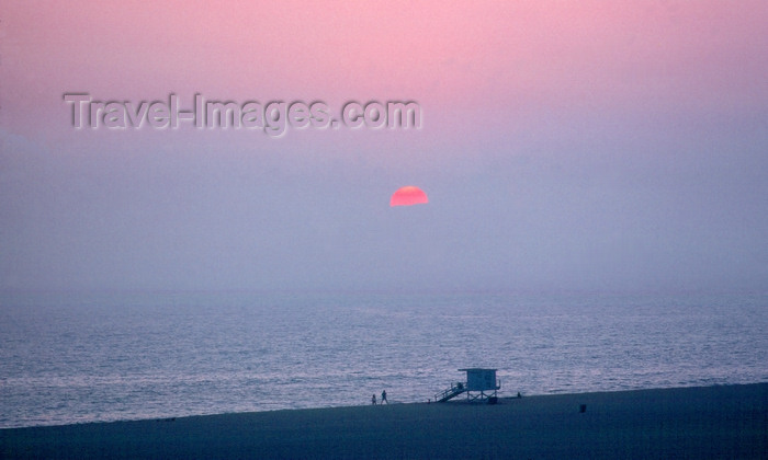 usa961: USA - Santa Monica Beach (California): sunset - beach with lifeguard booth - Los Angeles County - photo by J.Fekete - (c) Travel-Images.com - Stock Photography agency - Image Bank