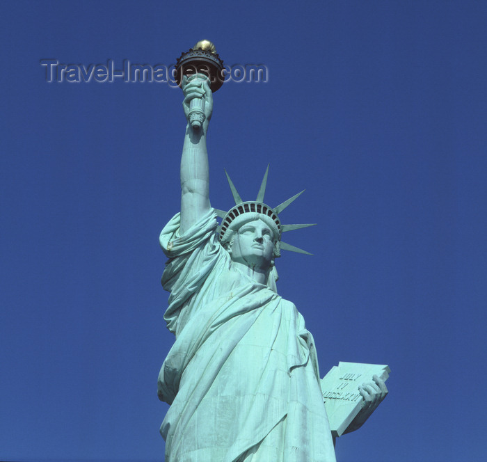 usa990: New York, USA: Statue of Liberty - a French landmark across the Atlantic - sculptor: Bartholdi - Unesco world heritage site - Liberty Enlightening the World - photo by A.Bartel - (c) Travel-Images.com - Stock Photography agency - Image Bank