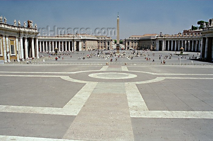 vatican2: Holy See - Vatican - Rome - St. Peter's square - Summer - opposite angle (photo by Juraj Kaman) - (c) Travel-Images.com - Stock Photography agency - Image Bank