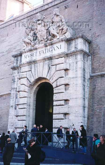 vatican21: Santa Sede - Vaticano - Roma - Leaving the Vatican Museums - Musei Vaticani (photo by Miguel Torres) - (c) Travel-Images.com - Stock Photography agency - Image Bank