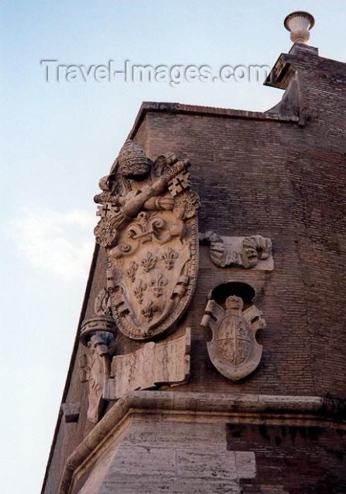 vatican22: Santa Sede - Vaticano - Roma - Coat of Arms facing Via Germanico (photo by Miguel Torres) - (c) Travel-Images.com - Stock Photography agency - Image Bank