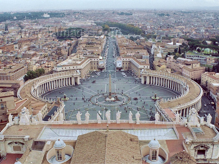 vatican30: Holy See - Vatican - Rome - St. Peter's square seen from the roof of the Basilica (photo by M.Bergsma) - (c) Travel-Images.com - Stock Photography agency - Image Bank