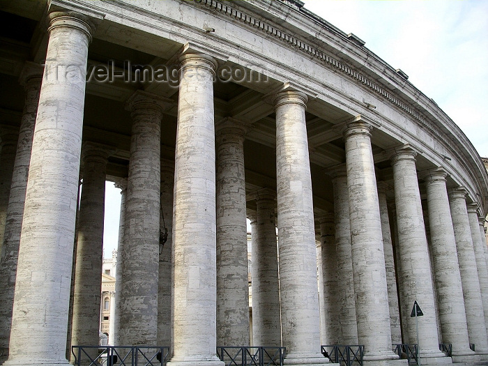 vatican33: Holy See - Vatican - Rome - Vatican - St. Peter's square: colonnaded path (photo by R.Wallace) - (c) Travel-Images.com - Stock Photography agency - Image Bank