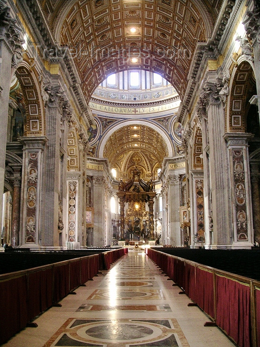 vatican34: Holy See - Vatican - Rome - St Peter's Basilica: inside - Bernini's Baldacchino (photo by R.Wallace) - (c) Travel-Images.com - Stock Photography agency - Image Bank