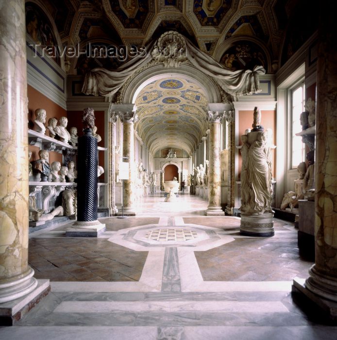 vatican37: Vatican: gallery Vatican Museum - photo by J.Fekete - (c) Travel-Images.com - Stock Photography agency - Image Bank