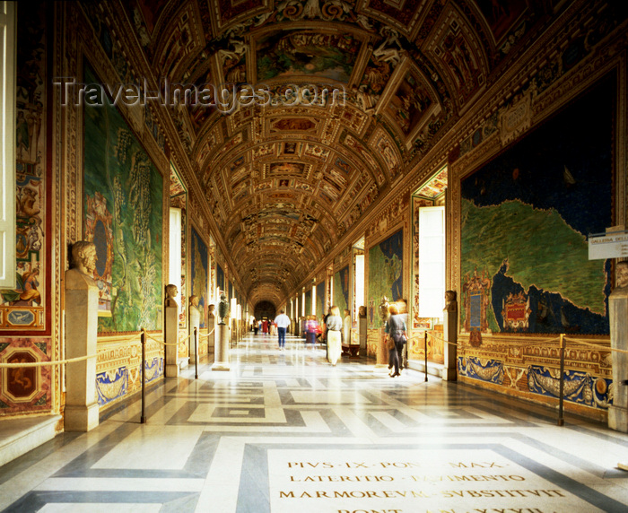 vatican43: Vatican: Vatican Museum - Gallery of Maps by painted friar Ignazio Danti, with its vaulted ceiling with Mannerist decoration - photo by J.Fekete - (c) Travel-Images.com - Stock Photography agency - Image Bank