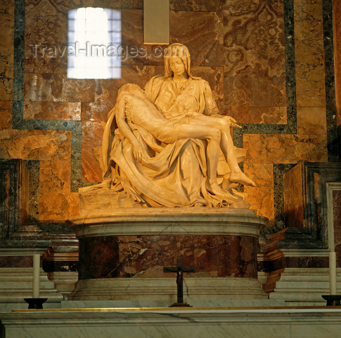 essay on michelangelos pieta Michelangelo outline for essay buonarroti simoni 2 died on february 18, 1564 ii what michelangelo was known for 1 painting a sistine chapel 2 sculpturs a pieta b bacchus c himself iii.