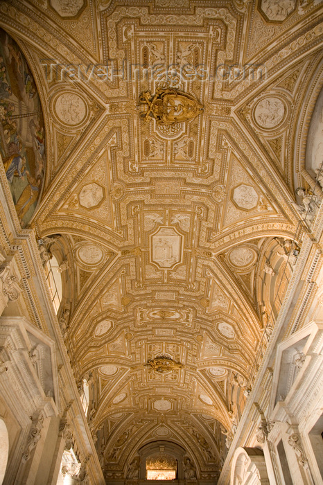 vatican54: Vatican City, Rome - inside Saint Peters Basilica - ceiling of the nave - photo by I.Middleton - (c) Travel-Images.com - Stock Photography agency - Image Bank
